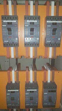 Reparo de disjuntores industriais